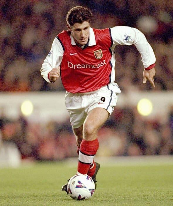 Davor Šuker em ação pelo Arsenal. (Foto: Reprodução/Express UK)