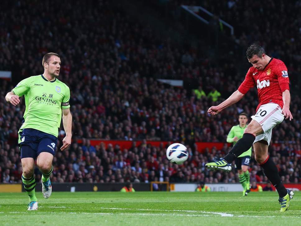 5138dcd607 Van Persie marca o gol mais bonito da Premier League 2011 12 na vitória  sobre o Aston Villa. Jogo marcou a conquista do último título do Manchester  United ...