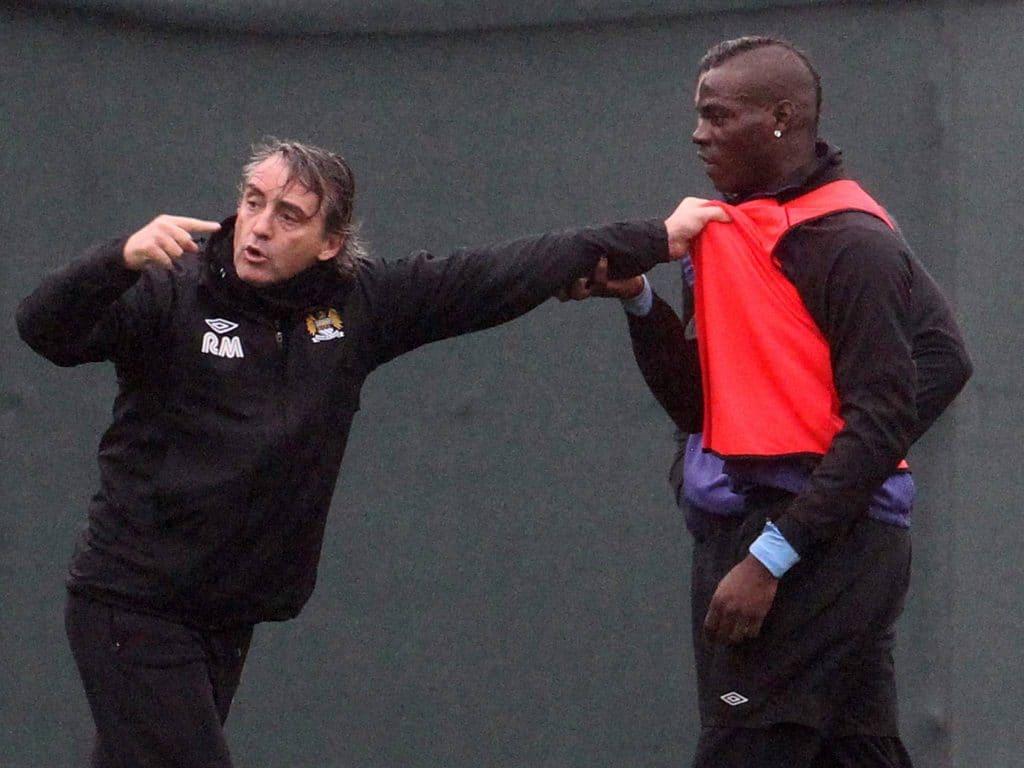 Discussão entre Mancini e Balotelli em treinamento do Manchester City. (Foto: Emmon & James Clarke)
