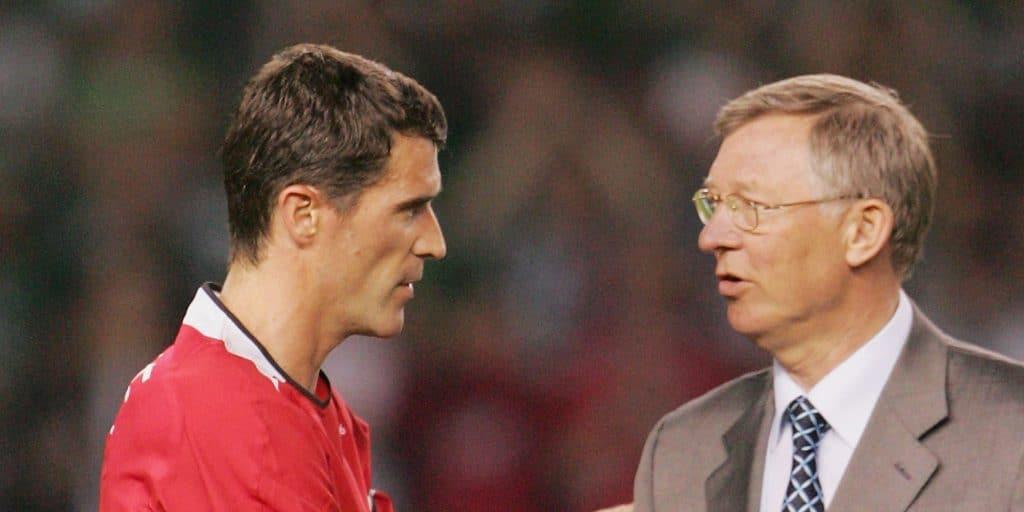 Roy Keane e Sir Alex Ferguson conversando em jogo do Manchester United , em 2006. (Foto: Matthew Peters and Manchester United / Getty Images)