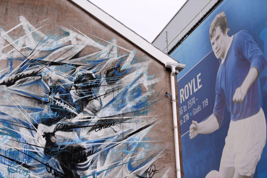 homenagem a Joe Royle, ídolo do Everton, em Goodson Pak