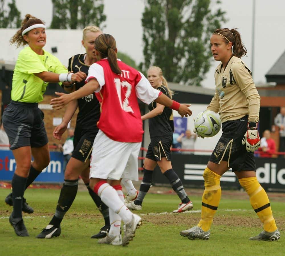Alex Scott na final da Women's Champions League 2006/2007